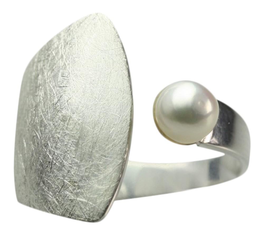 geb rsteter 925er silberring mit perle design ringe design. Black Bedroom Furniture Sets. Home Design Ideas